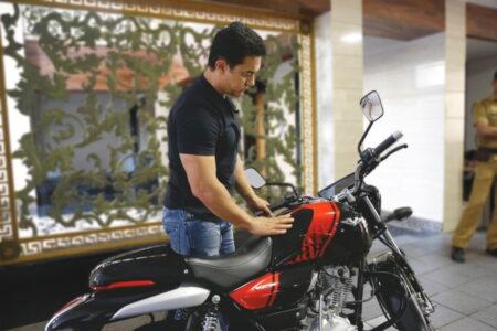 Aamir Khan Buys Bajaj V15