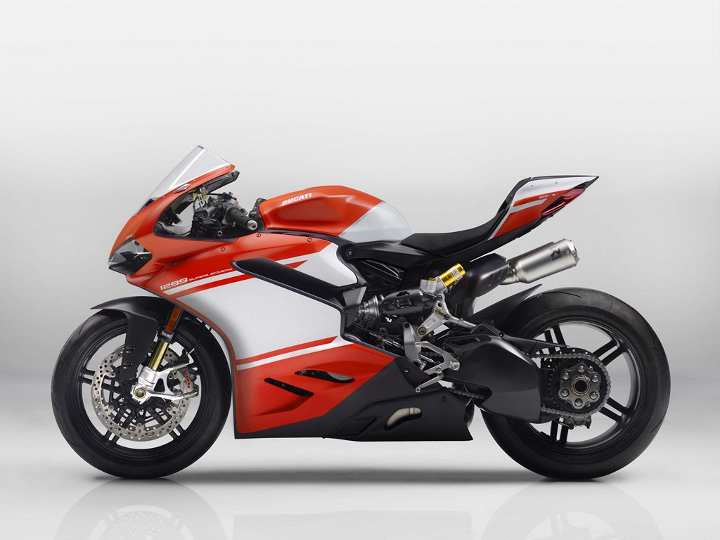 ducati 1299 superleggera 150 kg and 215 ps makes it the god of motorcycles. Black Bedroom Furniture Sets. Home Design Ideas