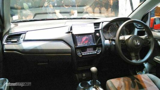 2017-Honda-Mobilio-dashboard-live-shot