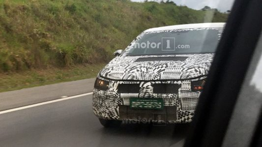 2018-VW-Vento-Polo-sedan-front-spied-in-Brazil-