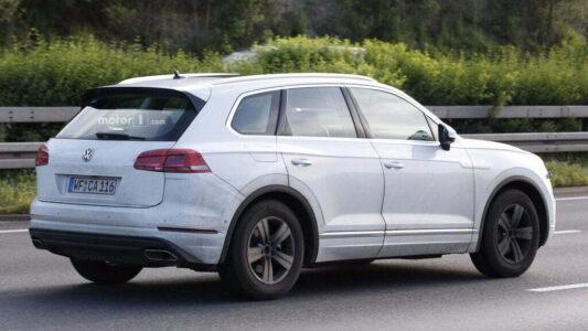 2018-vw-touareg-VW-india-spyshot (4)