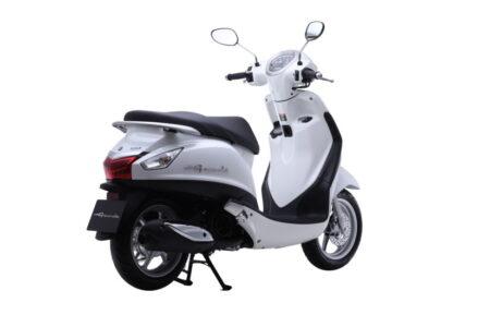 Yamaha-Nozza-Grande-rear-quarter