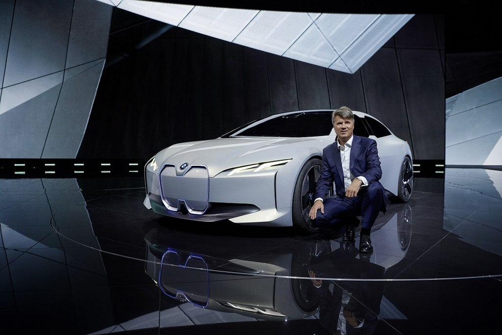 https://www.thrustzone.com/wp-content/uploads/2017/09/BMW-i-Vision-Dynamics-and-Harald-Krüger-Chairman-of-the-Board-of-Management-of-BMW-AG.jpg