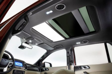 2015-Ford-Endeavour-Sunroof