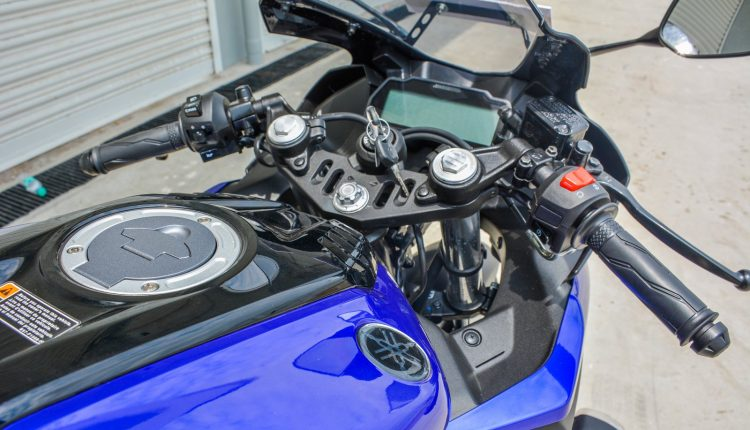 2018 Yamaha YZF R15 V3 Review-12