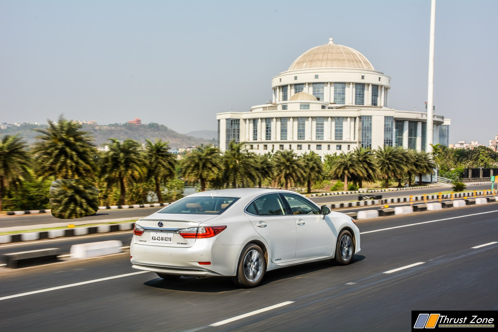 https://www.thrustzone.com/wp-content/uploads/2018/04/2018-Lexus-ES300h-India-Review-First-Drive-7.jpg