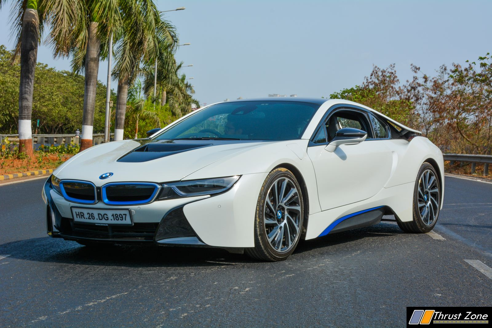 bmw i8 india review 21 thrust zone. Black Bedroom Furniture Sets. Home Design Ideas