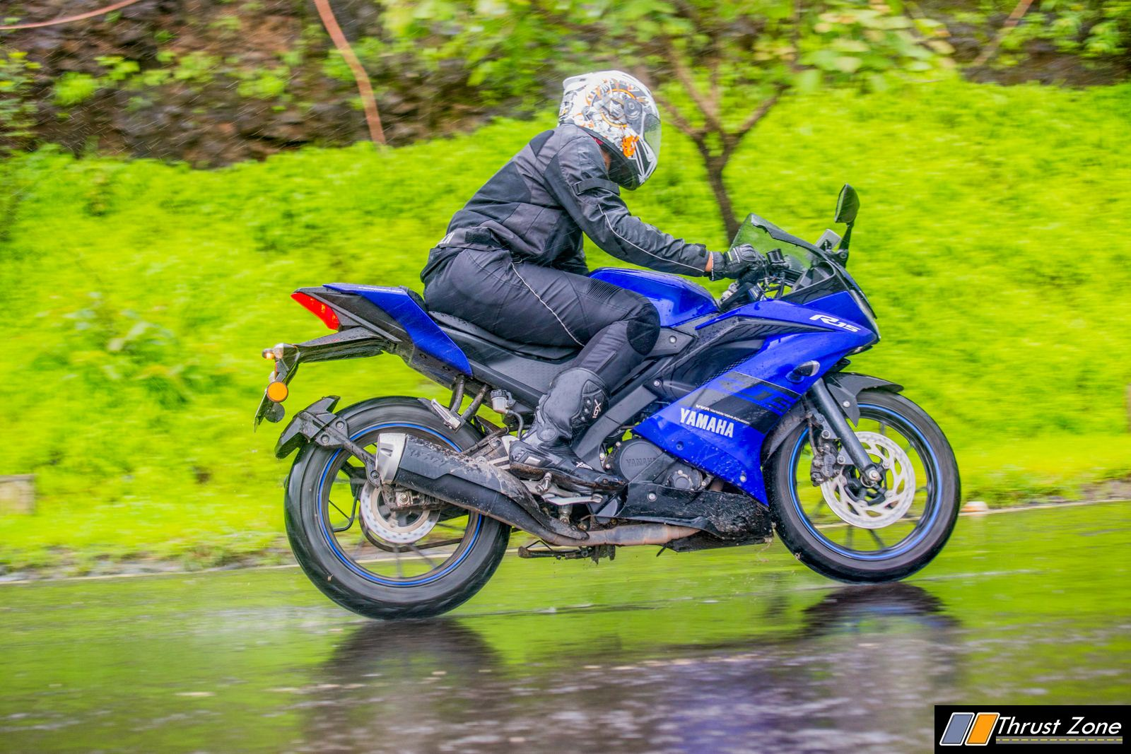 https://www.thrustzone.com/wp-content/uploads/2018/07/Yamaha-R15-V3-Review-Road-Test-8.jpg
