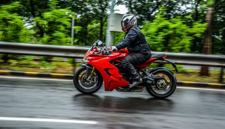 2018-Ducati-SuperSport-S-India-Review-1