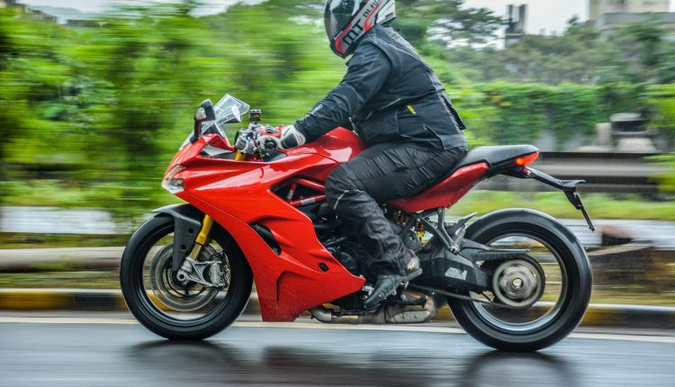 2018-Ducati-SuperSport-S-India-Review-11
