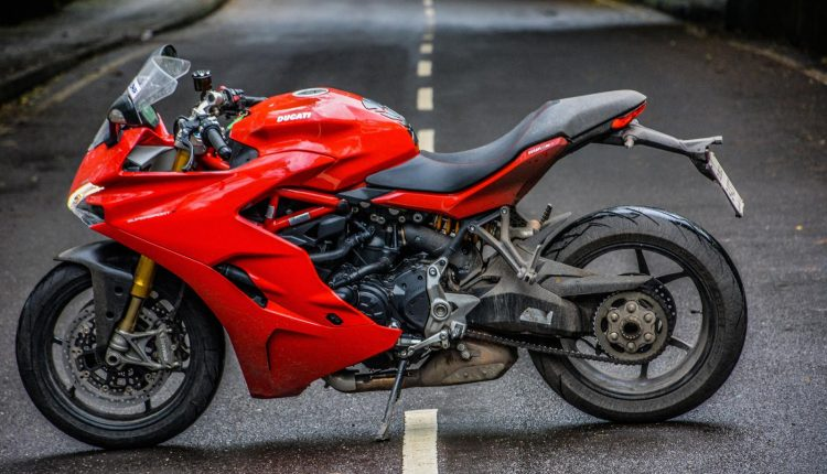 2018-Ducati-SuperSport-S-India-Review-26