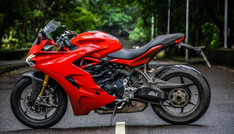 2018-Ducati-SuperSport-S-India-Review-27