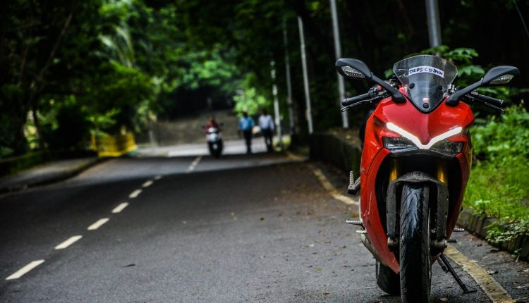 2018-Ducati-SuperSport-S-India-Review-28