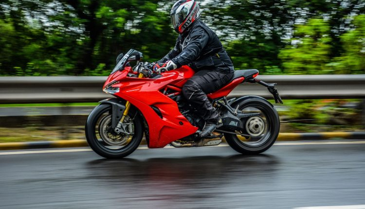 2018-Ducati-SuperSport-S-India-Review-6