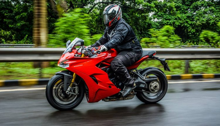2018-Ducati-SuperSport-S-India-Review-8