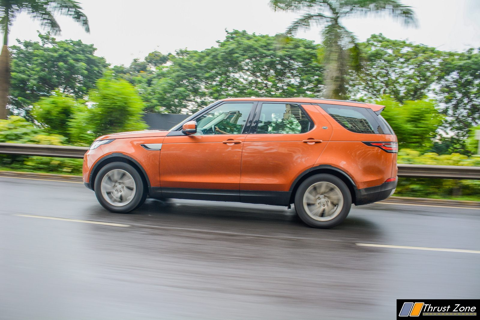 2018-Land-Rover-Discovery-Petrol-India-Review-19