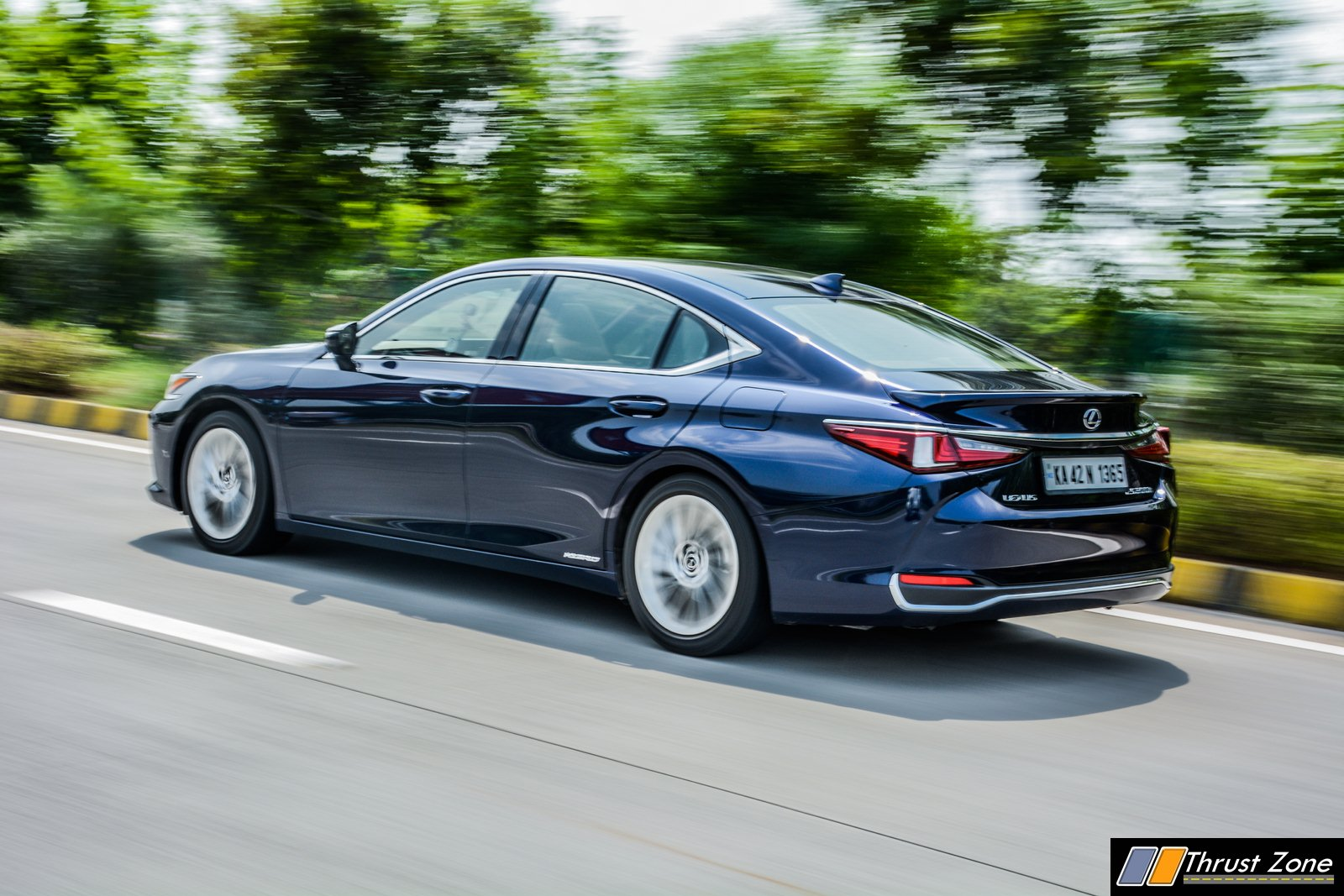 2019-Lexus-ES-India-300h-Review-16
