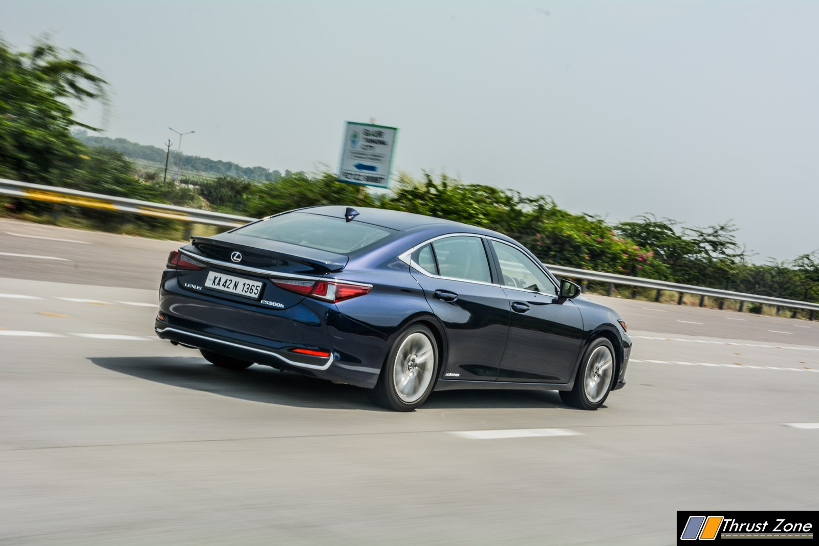 2019-Lexus-ES-India-300h-Review-21