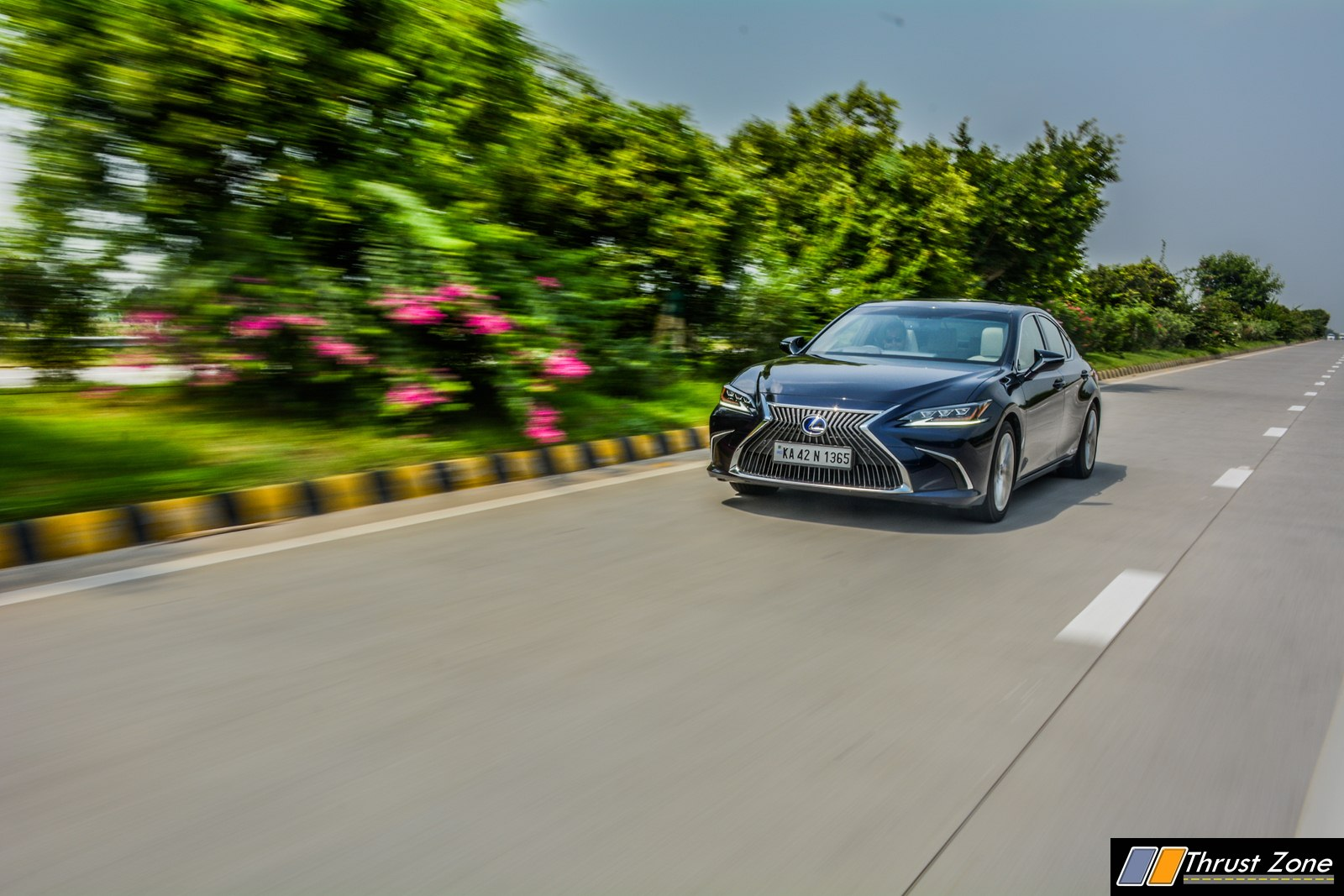 2019-Lexus-ES-India-300h-Review-23