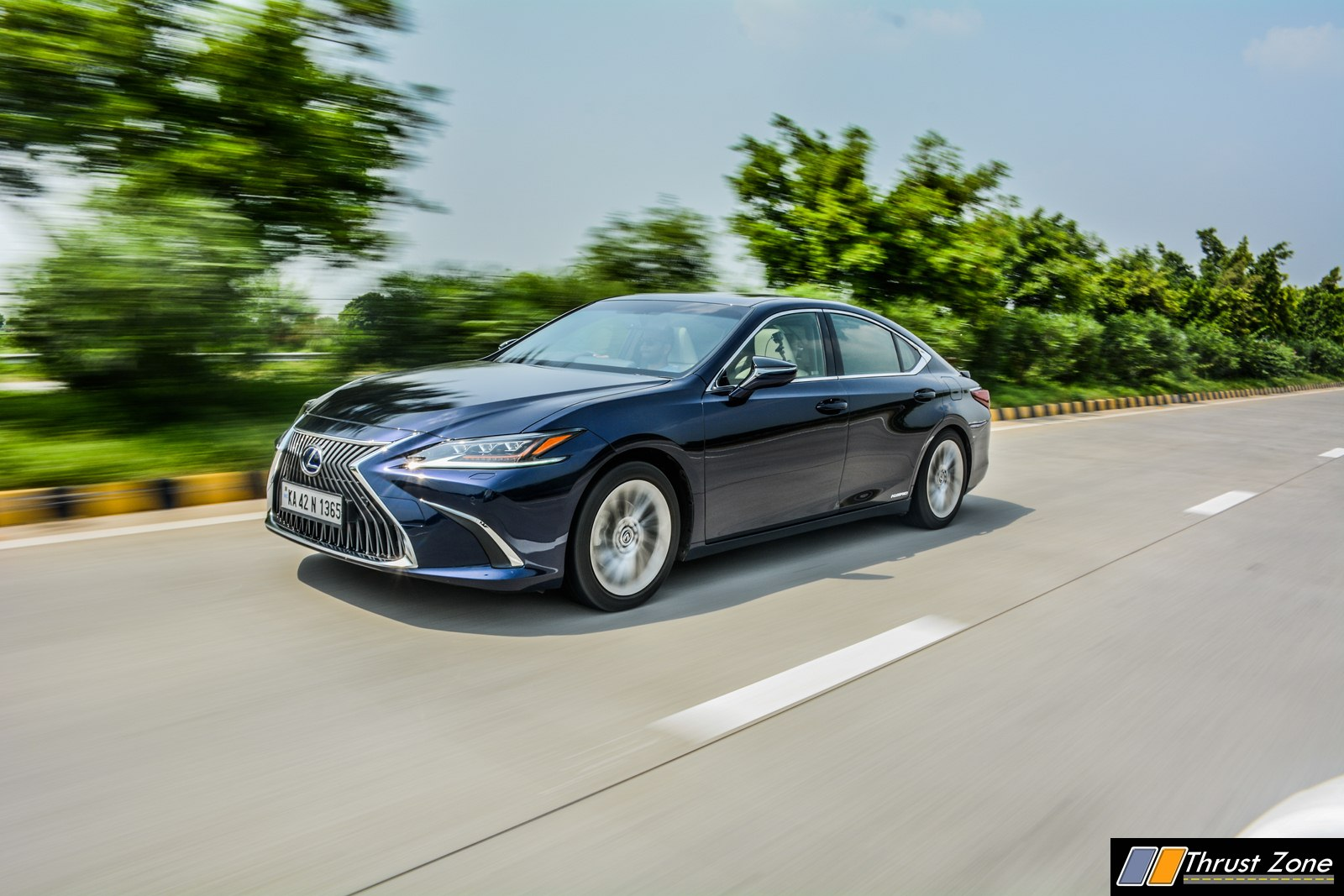 https://www.thrustzone.com/wp-content/uploads/2018/09/2019-Lexus-ES-India-300h-Review-24.jpg
