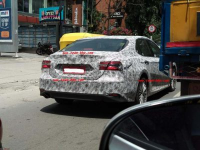 2019-toyota-camry-spied-india (3)