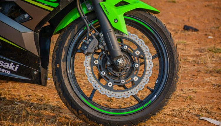 2018-Kawasaki-Ninja-400-India-Review-16