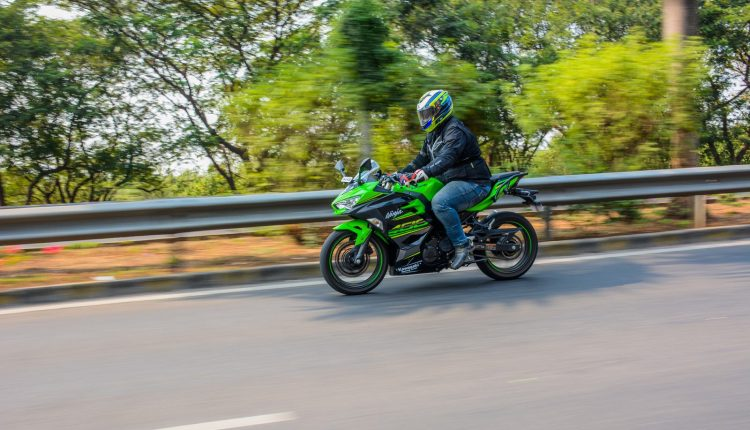 2018-Kawasaki-Ninja-400-India-Review-3