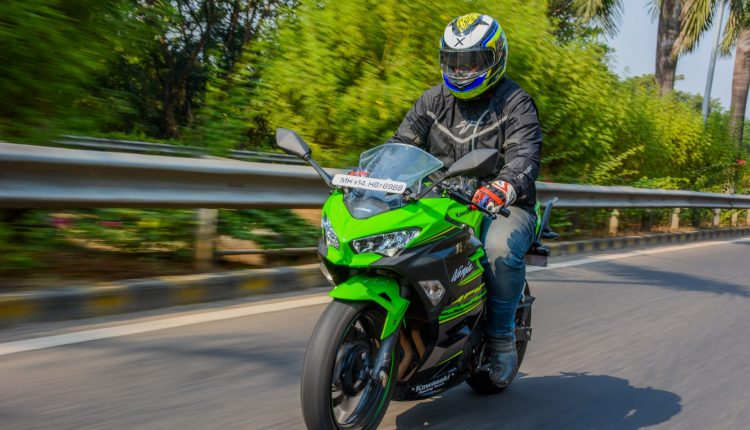 2018-Kawasaki-Ninja-400-India-Review-5