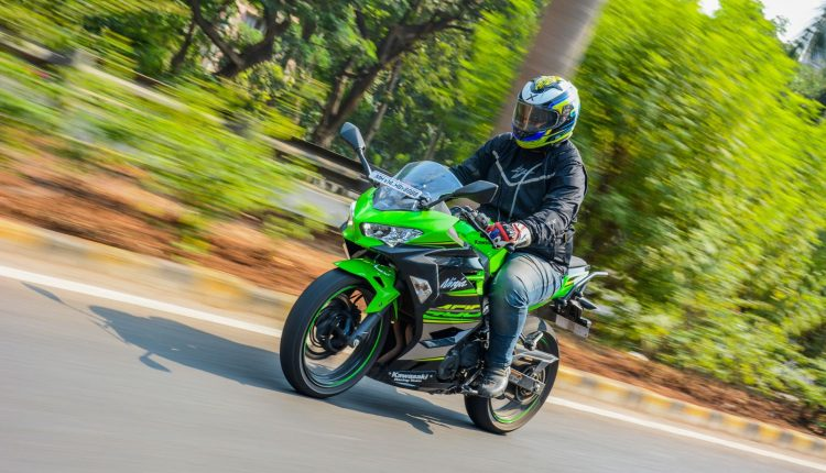 2018-Kawasaki-Ninja-400-India-Review-6