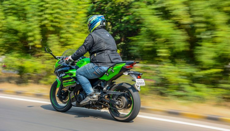 2018-Kawasaki-Ninja-400-India-Review-8