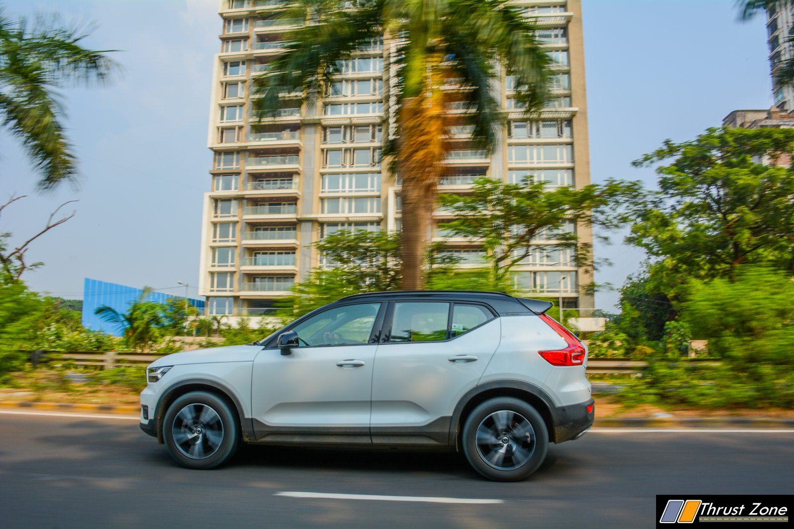 https://www.thrustzone.com/wp-content/uploads/2018/11/BMW-X1-vs-Volvo-XC40-Diesel-Comparison-Review-Shootout-23.jpg