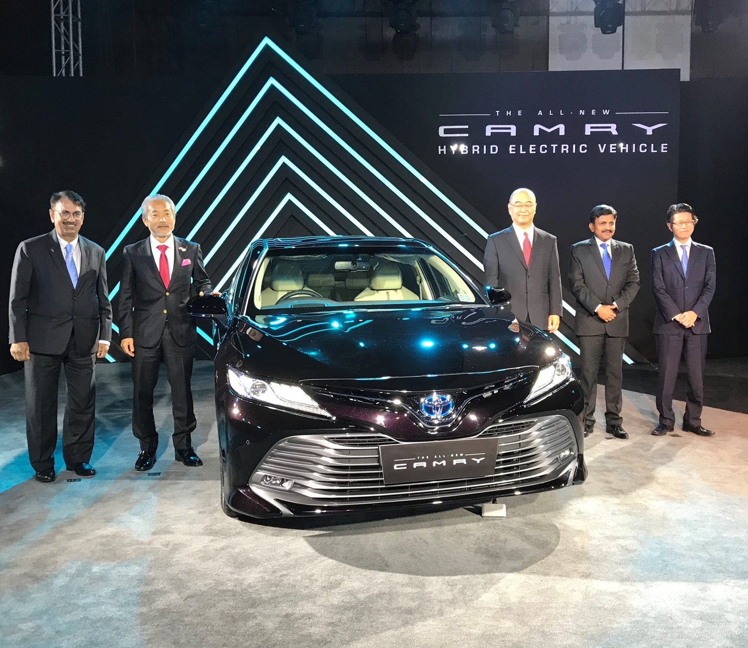 All New 2019 Toyota Camry Hybrid India Launch Done
