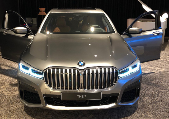 2020-BMW-7-series-india-spied