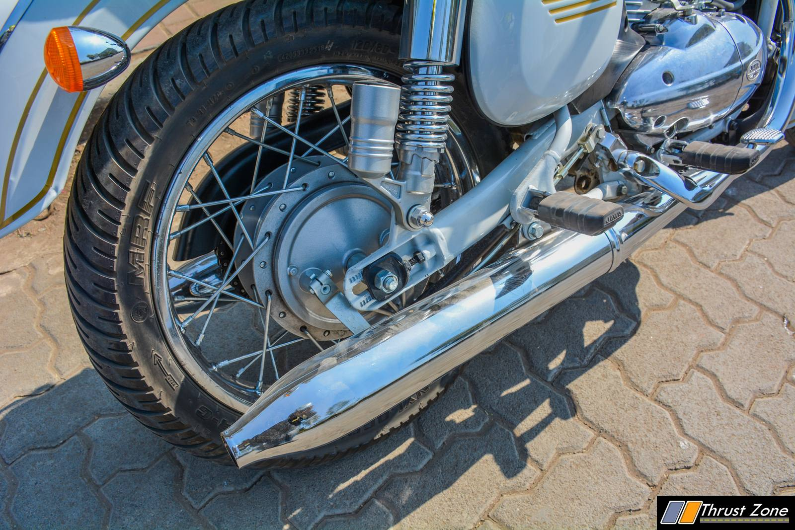 http://www.thrustzone.com/wp-content/uploads/2019/01/jawa-300-classic-india-review-1.jpg