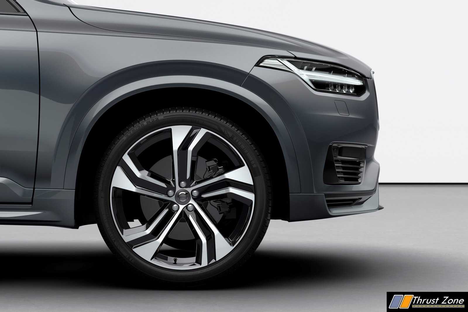 https://www.thrustzone.com/wp-content/uploads/2019/02/248306_The_refreshed_Volvo_XC90_R-Design_T8_Twin_Engine_in_Thunder_Grey.jpg