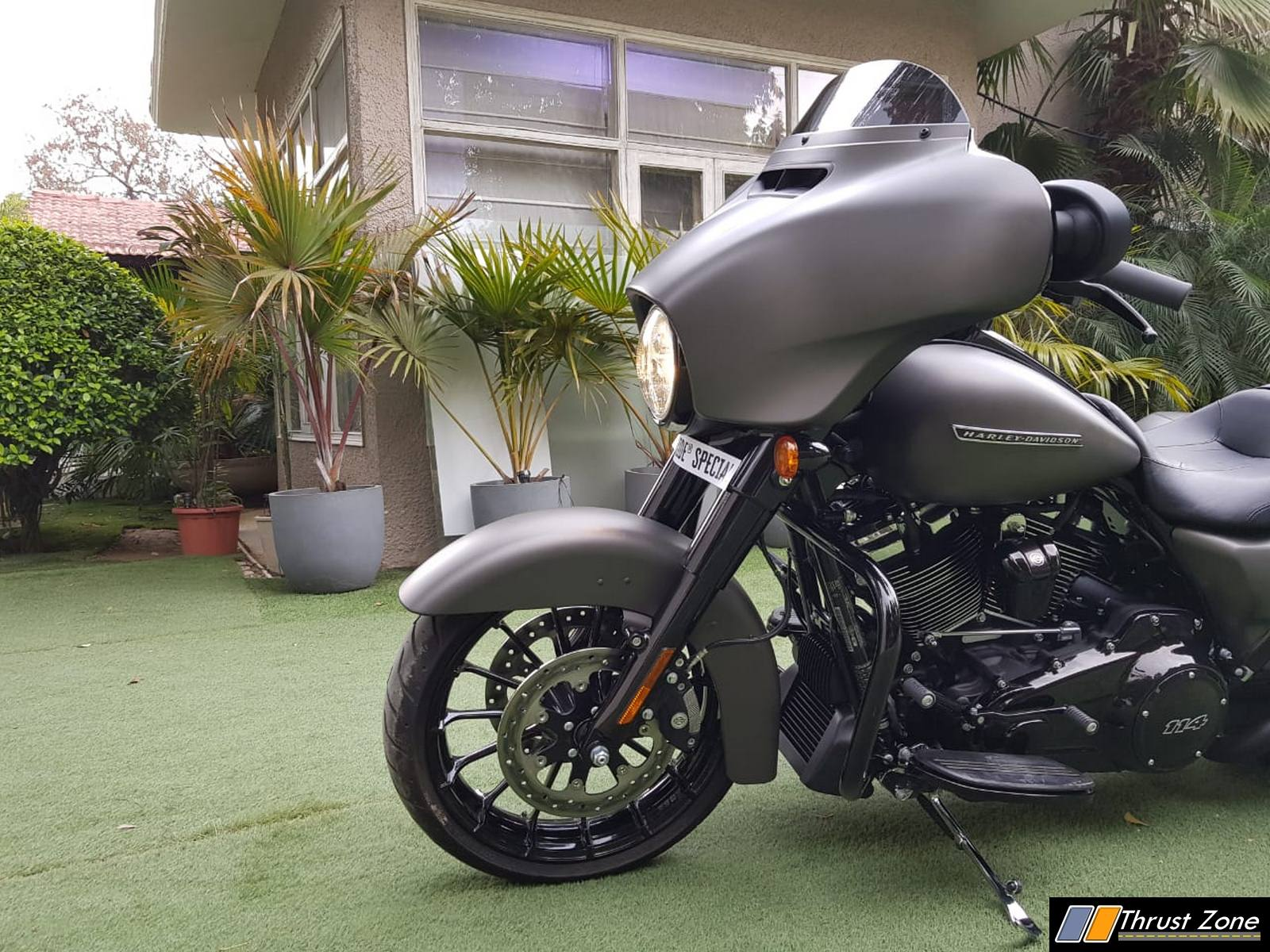 https://www.thrustzone.com/wp-content/uploads/2019/03/Harley-Davidson-street-glide-special-india-launch-4.jpg