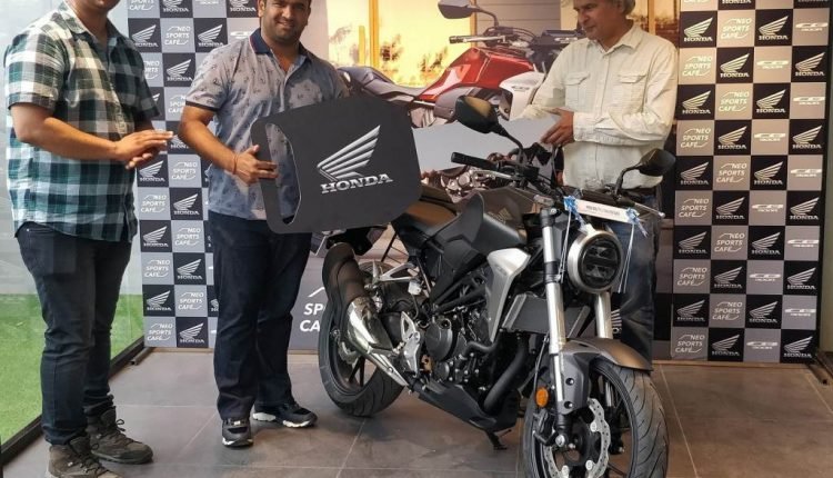 delivery of Neo Sports Café inspired CB300R (1)