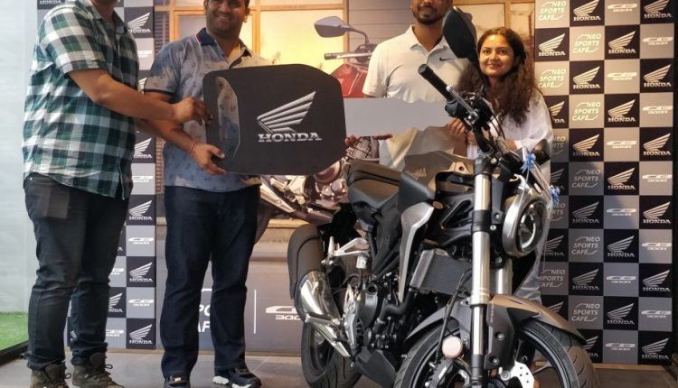 delivery of Neo Sports Café inspired CB300R (3)
