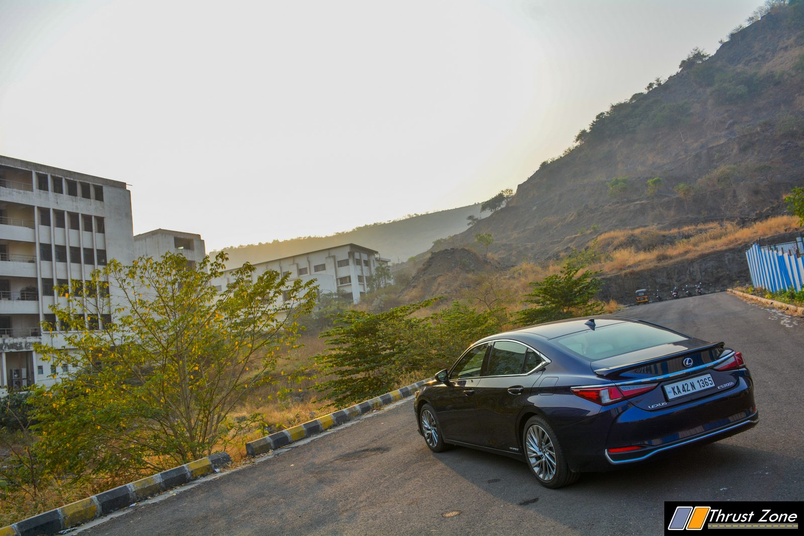 https://www.thrustzone.com/wp-content/uploads/2019/05/2019-Lexus-ES-Review-Petrol-Hybrid-13.jpg