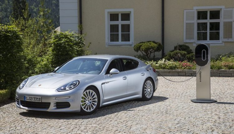 Dynamic Saloon Celebrates A Decade – 10 Years Of Porsche Panamera (3)
