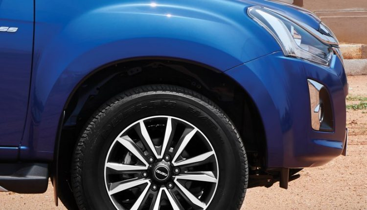 2019-V-Cross-Isuzu-Facelift-Launched (15)