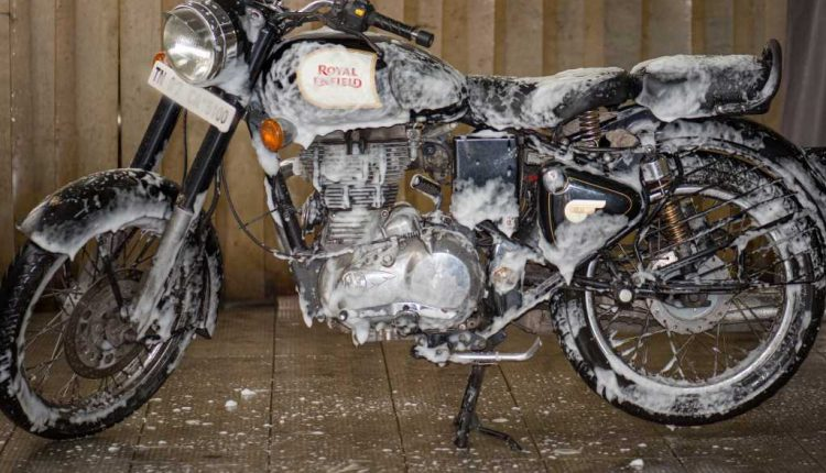 Royal Enfield Implements Dry Wash In Chennai To Save Water In City Amid Crisis (4)