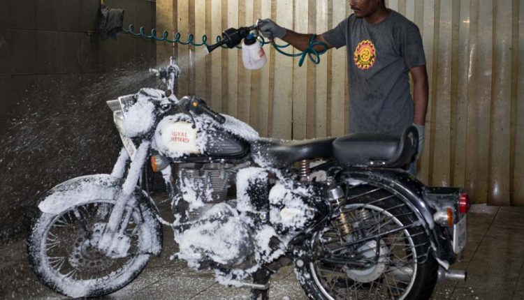 Royal Enfield Implements Dry Wash In Chennai To Save Water In City Amid Crisis (5)