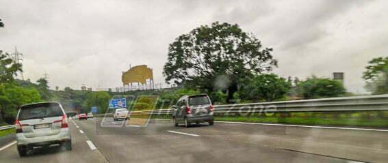 Tata-Harrier-Bill-board-pune-mumbai-expressway-1.jpg