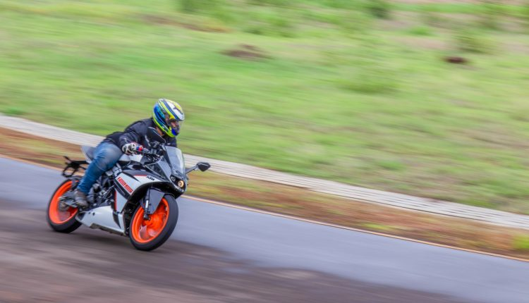 2019-KTM-RC-125-india-review-12