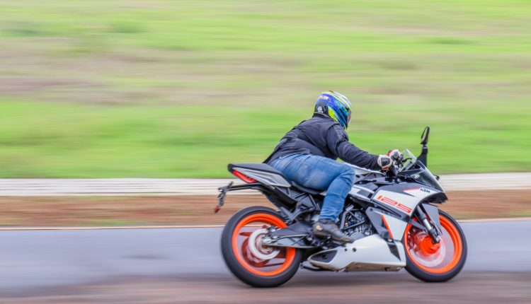 2019-KTM-RC-125-india-review-13
