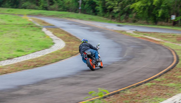 2019-KTM-RC-125-india-review-14