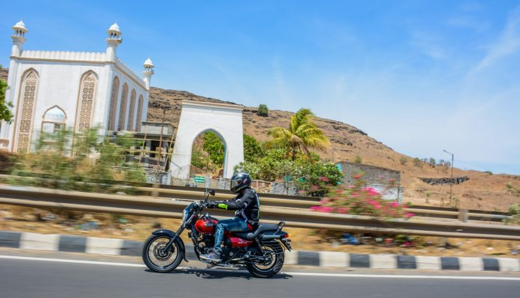 2019-bajaj-avenger-160-bs4-review-1