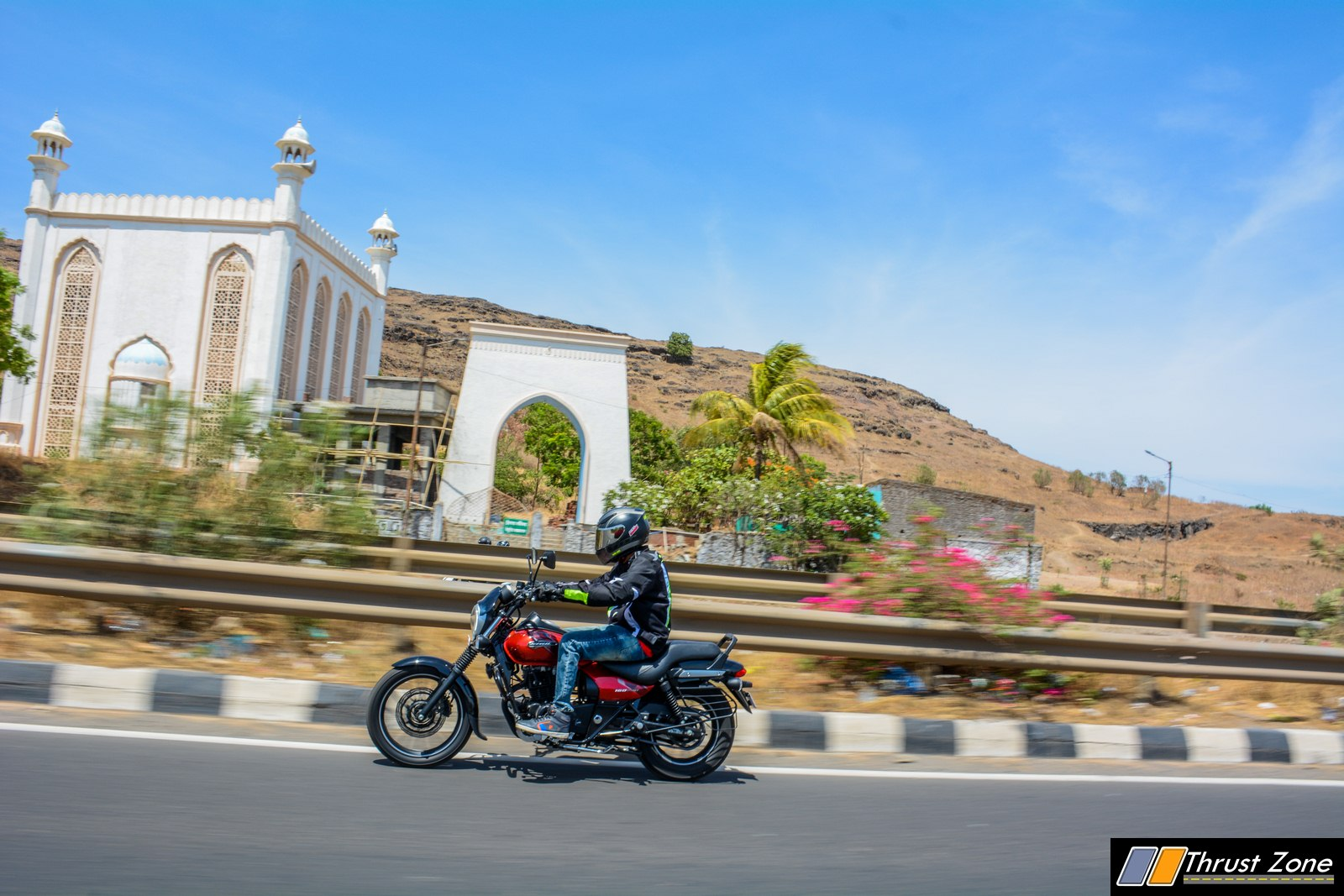https://www.thrustzone.com/wp-content/uploads/2019/07/2019-bajaj-avenger-160-bs4-review-1.jpg
