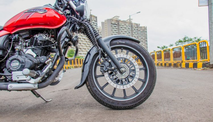 2019-bajaj-avenger-160-bs4-review-12